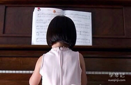 """学钢琴可以让孩子学会""""静心"""""""