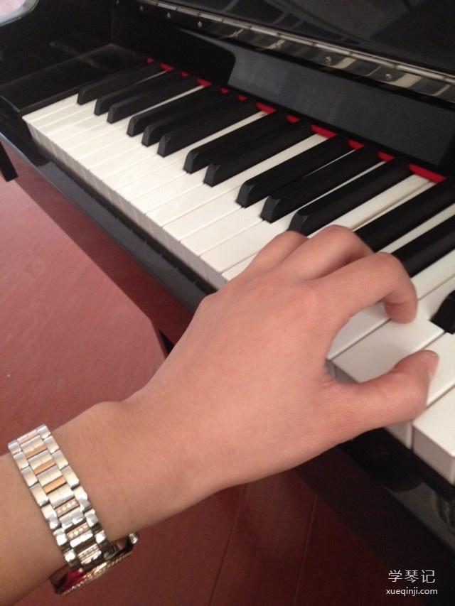 弹钢琴手型