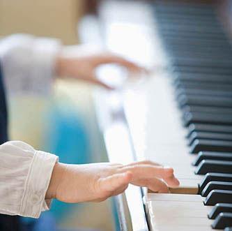 据说学钢琴一定要用机械钢琴,这是真的吗?