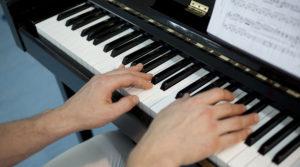 那些骗了我们多年的钢琴手指问题!