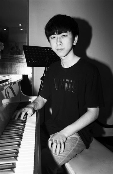 杭州小伙子初一开始学钢琴 被美国伯克利音乐学院录取