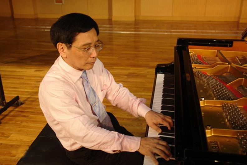 钢琴家赵晓生