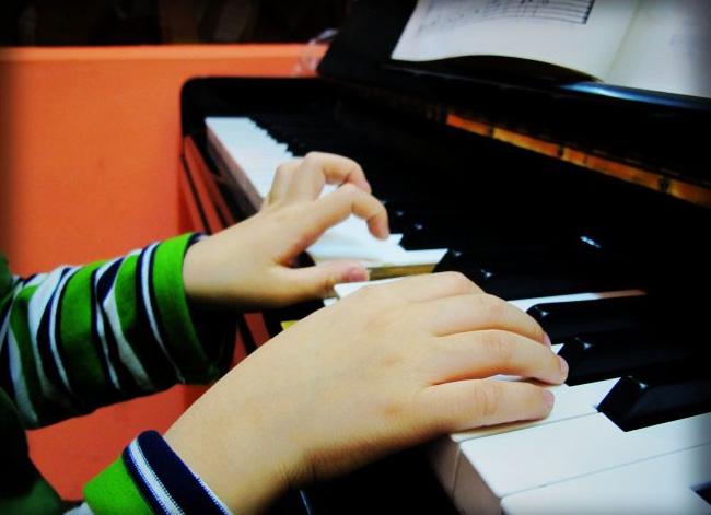关于学习钢琴的手指条件的误区