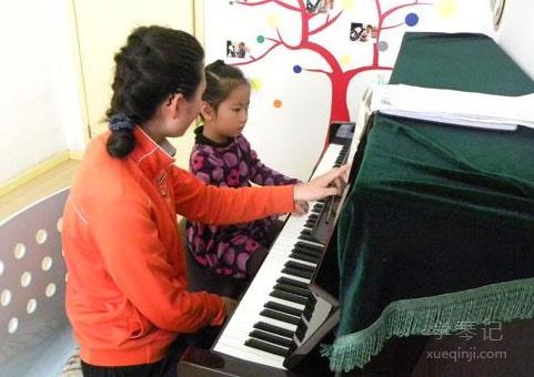 家长如何陪孩子上好钢琴课?