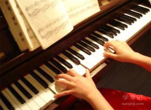 如果条件允许,请你让她学钢琴,让她长大后,说爱,弹琴。