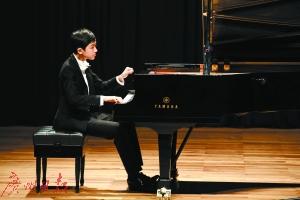 钢琴少年载誉归来 廖天驹再度奏响星海