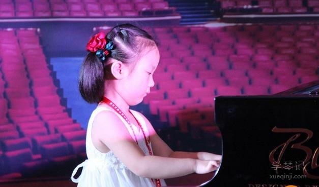 学钢琴的你一定要去参加钢琴比赛