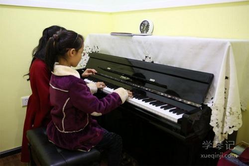 不懂钢琴的家长,如何做一个专业的钢琴陪练!