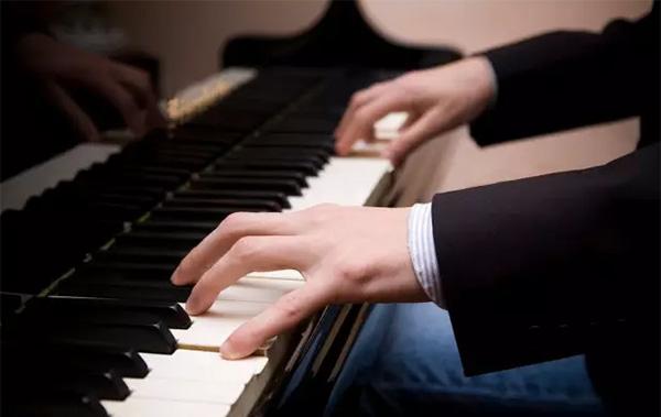 成人怎样才能高效学会钢琴?(附练习方法)