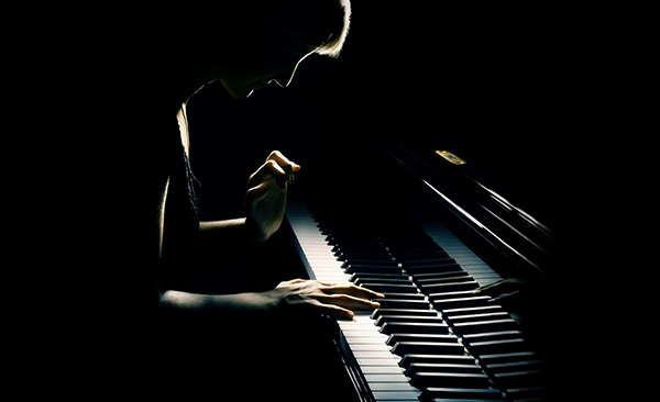 钢琴演奏怎样把握速度?