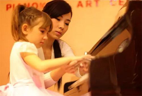 略施小计,让小朋友快乐学钢琴
