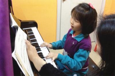 钢琴陪练在钢琴学习中的作用