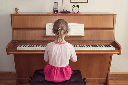 要想孩子弹琴好,家庭教育不可少!