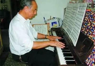 一个老人学钢琴的体会
