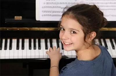 孩子学钢琴最需要什么?静心!