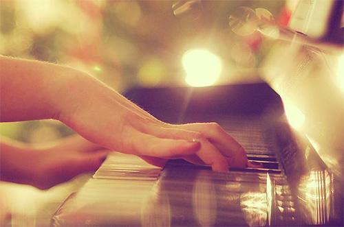 孩子学钢琴