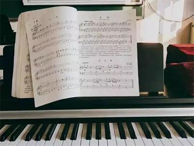 《哈农钢琴练指法》的五指练习方法