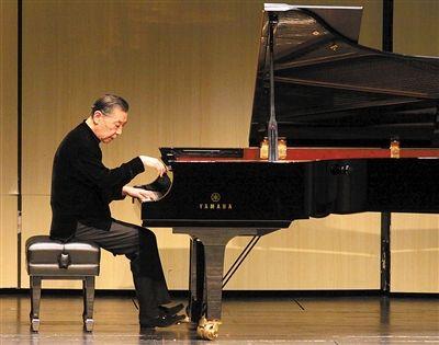 钢琴家傅聪