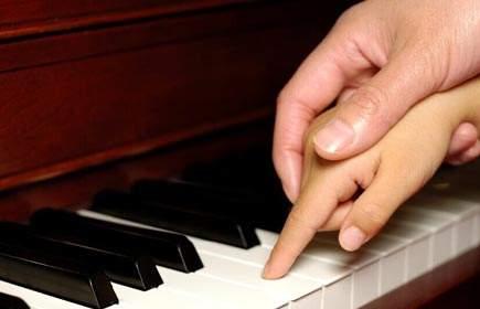 """孩子弹钢琴,不想当""""监工""""?该怎么办呢?"""