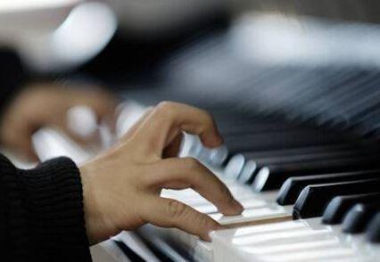 提高基础钢琴的指法练习质量方法