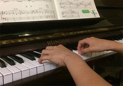 弹钢琴,你的肌肉会感到酸痛吗?
