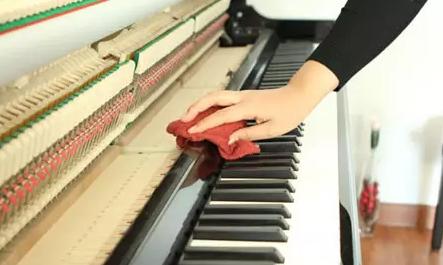 这样的天气清理琴键麻烦吗?