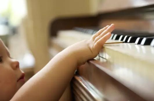 学钢琴是一种素质教育,教育与天赋无关!