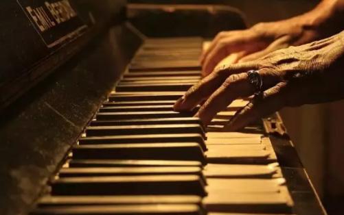 钢琴断奏中的手臂放松问题与练习难点
