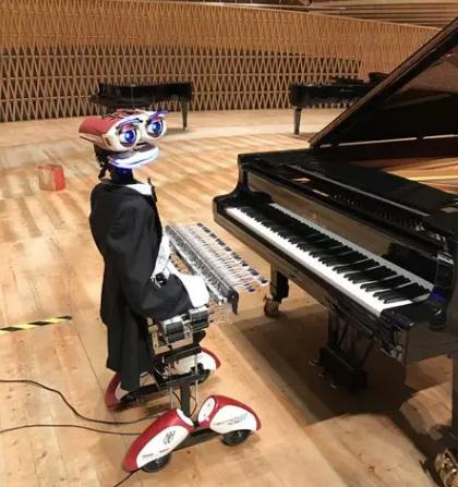 """钢琴界""""人机大作战"""",机器人钢琴家来了"""