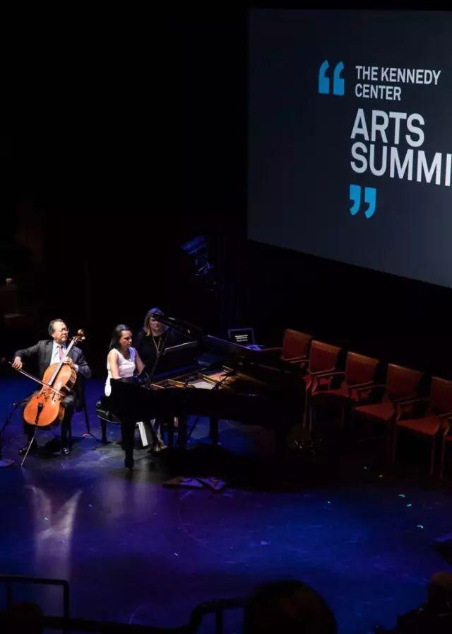 美国前国务卿康多莉扎·赖斯和著名大提琴家马友友合奏舒曼的《幻想曲》