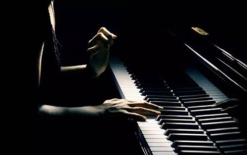 钢琴演奏中的触键和音色