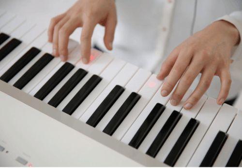 练琴常手酸?你是否做到了全臂弹奏?