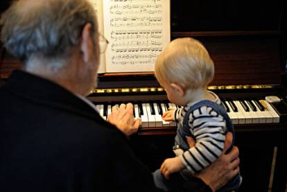 我们家都不懂音乐,能送孩子学乐器吗?