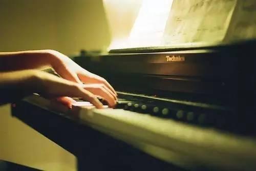 我今天才知道弹钢琴居然用整个手臂?!