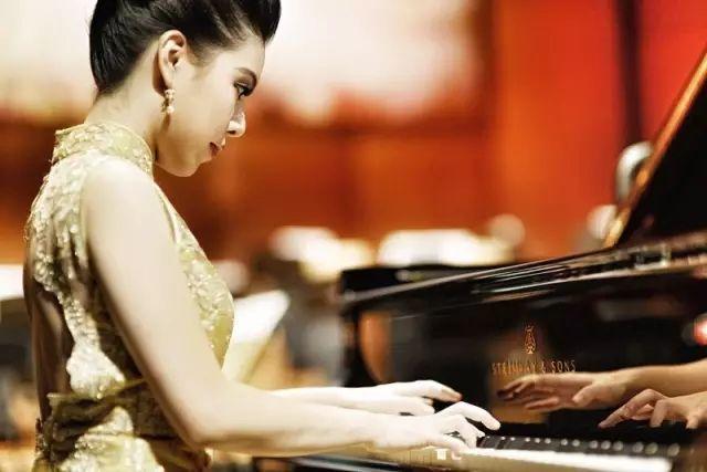 香港青年钢琴家黄子芳