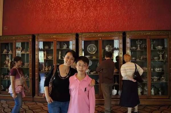 北京肖邦国际青少年钢琴比赛少年组的第一名叶方舟