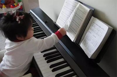 千万别让孩子学琴产生依赖性