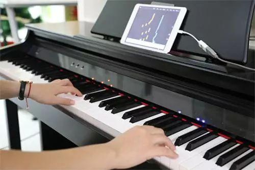 智能钢琴欲代替老师教学,业内人士称不成熟