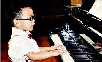 儿童练钢琴9成会近视 真的假的?