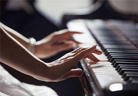 学钢琴初期,一定要解决的折指问题!