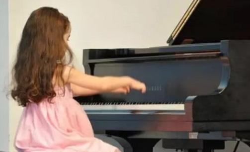 每天练琴1小时,坚持了3年,孩子的成长超出家长的想象!