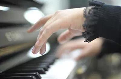钢琴手指独立性的练习