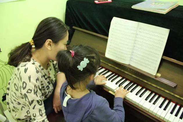 孩子想练好琴靠什么?其实是靠家长的心力、精力和努力!
