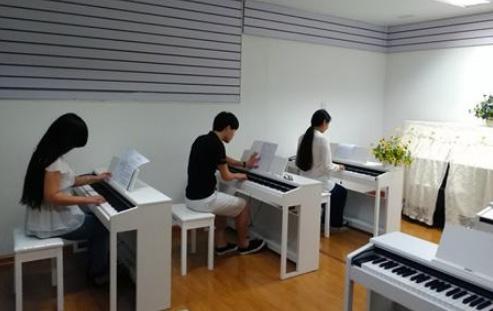 成人从零基础开始学钢琴怎么学?看完幡然醒悟!