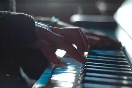对于学钢琴关于手指的误区,我们还少吗?