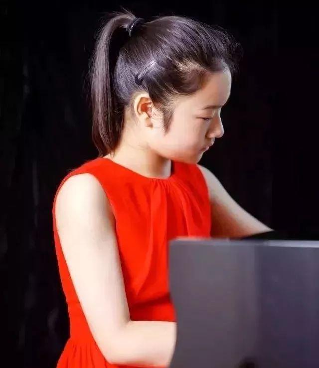 妈妈陪练两万小时后,女儿终于考进中国音乐学院附中