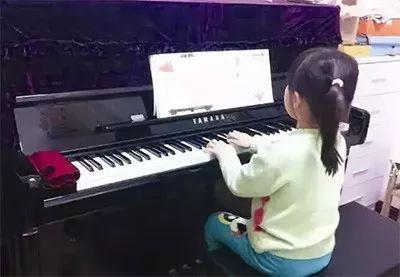 学钢琴就像一场和女儿的战争,要不要放弃?