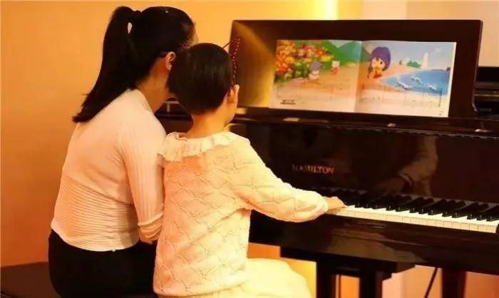 陪练10年的琴妈总结的:8个父母钢琴陪练实用心理小战术