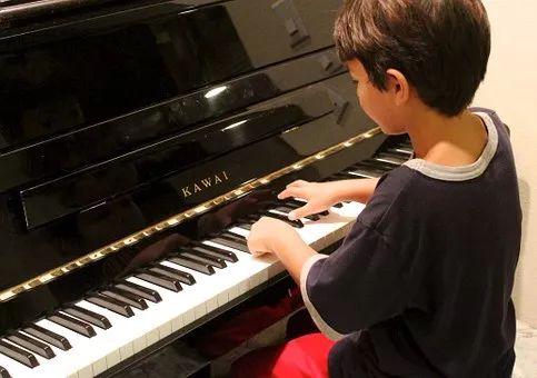 美国专门做了一项调查:孩子学会一门乐器对未来影响到底有多大?