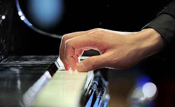 六种方法矫正大拇指内凹